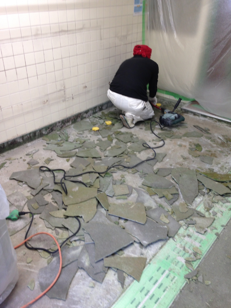 東京都調布市学生寮厨房塗り床改修工事|既設塗り床剥離耐熱性タフクリートMH施工