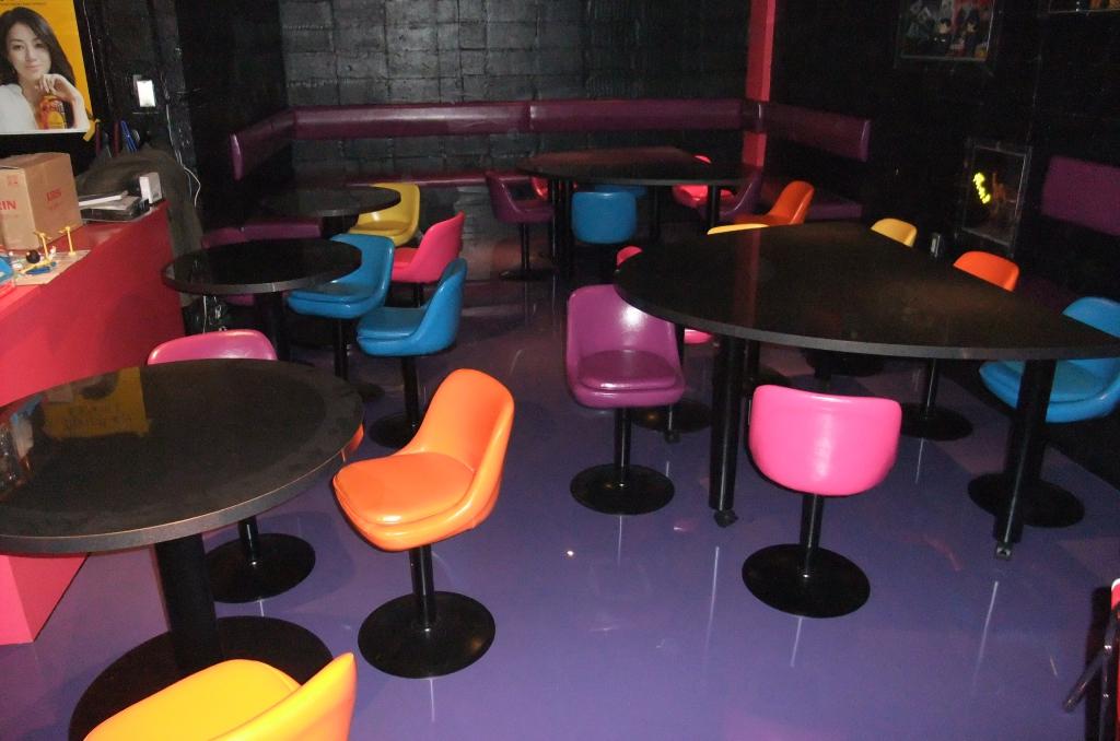 東京都北区赤羽の飲食店塗床(床塗装)|店舗フロア塗替え:ユータックE