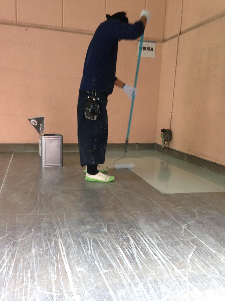 コンクリートに帯電防止塗装
