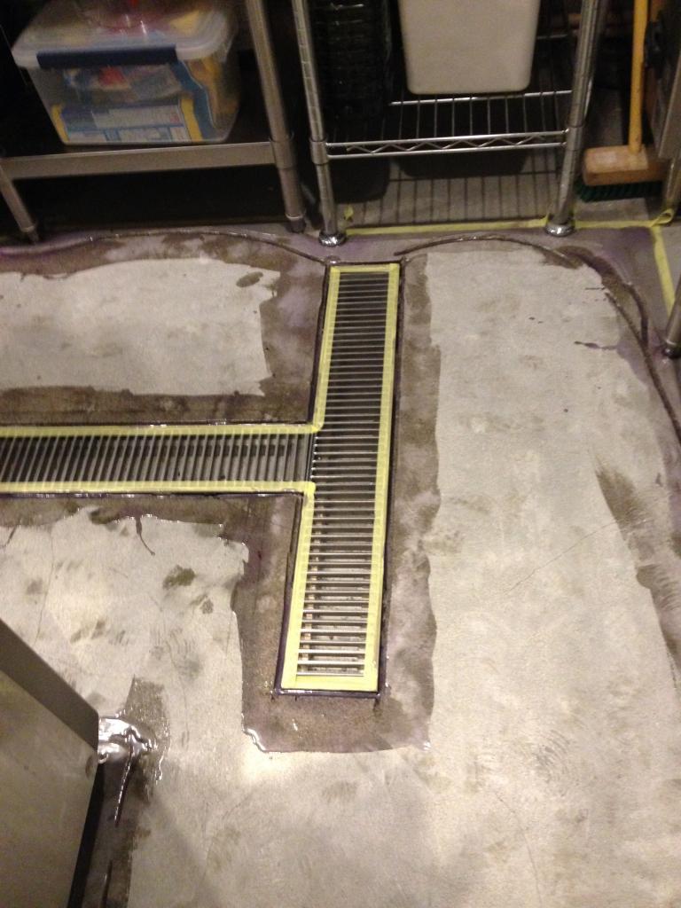東京都江東区某レストラン 厨房床塗装塗り替え工事:(夜間)MMA低臭タイプ
