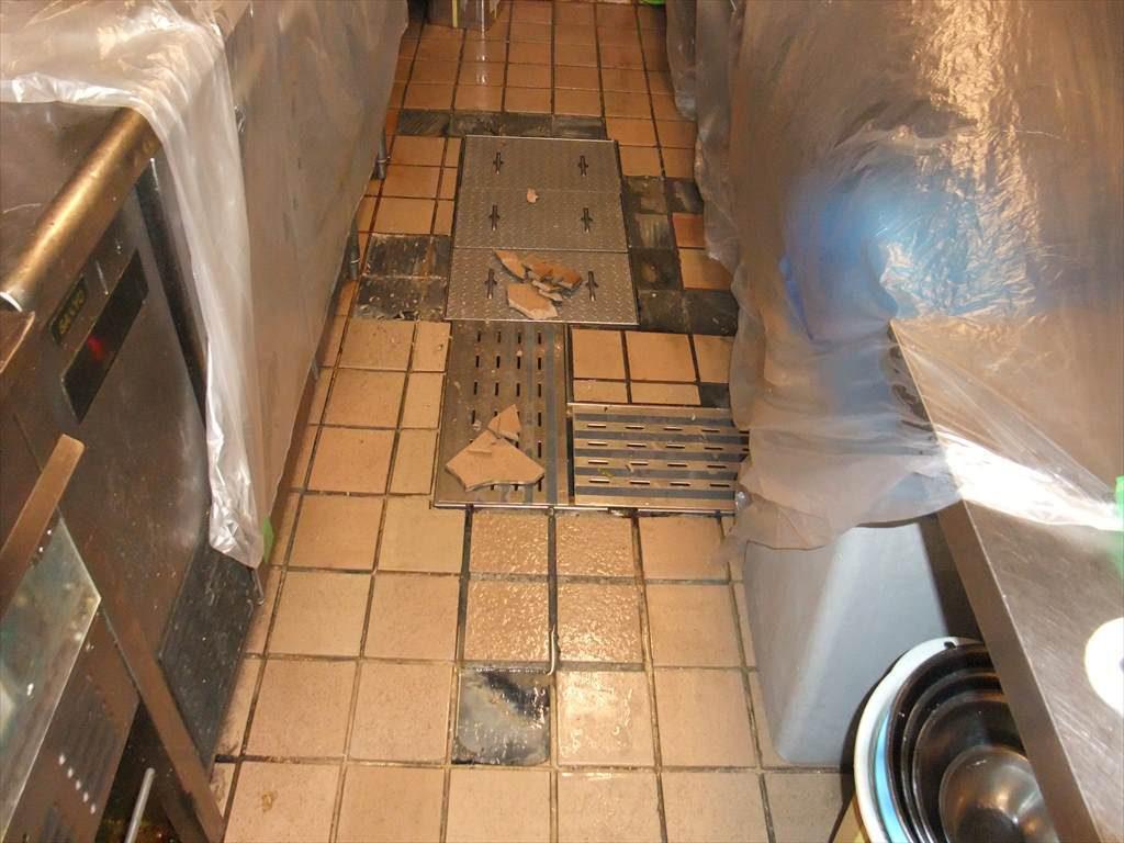 東京都新宿区市ヶ谷の焼き鳥屋のタイル剥がれ補修|厨房タイル剥がれ補修(夜間工事):タフクリートMH