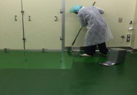 東京都内の製薬会社|クリンルーム床に耐酸・耐溶剤性の防食塗り床を施工:ケミクリートSV#5000
