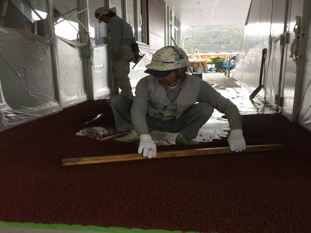 埼玉県比企郡小川町のスーパー|外部 ゴムチップ塗り床(塗床)施工