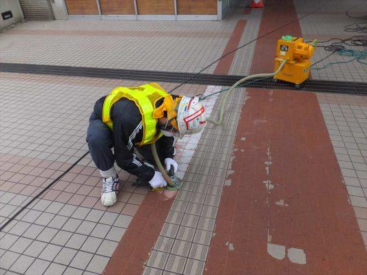 公共交通機関通路|タイルの上防滑塗装(防滑塗り床)改修工事:速硬化MMA樹脂