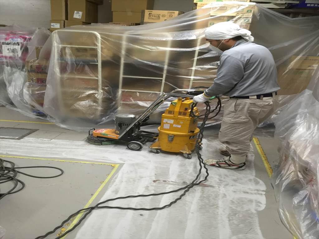 横浜市港南区のドラッグストアー|お店を休まずに一晩でバックヤード床塗装塗替え工事|MMA速硬化塗り床施工(夜間工事)