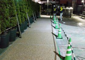 東京都目黒区ビル屋上通路|自然石透水性塗り床施工:パークコートストーン