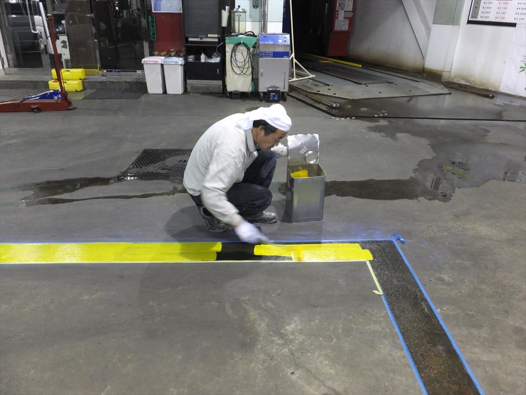 東京都目黒区ガソリンスタンド|ライン引き塗装(夜間工事):ユータックR