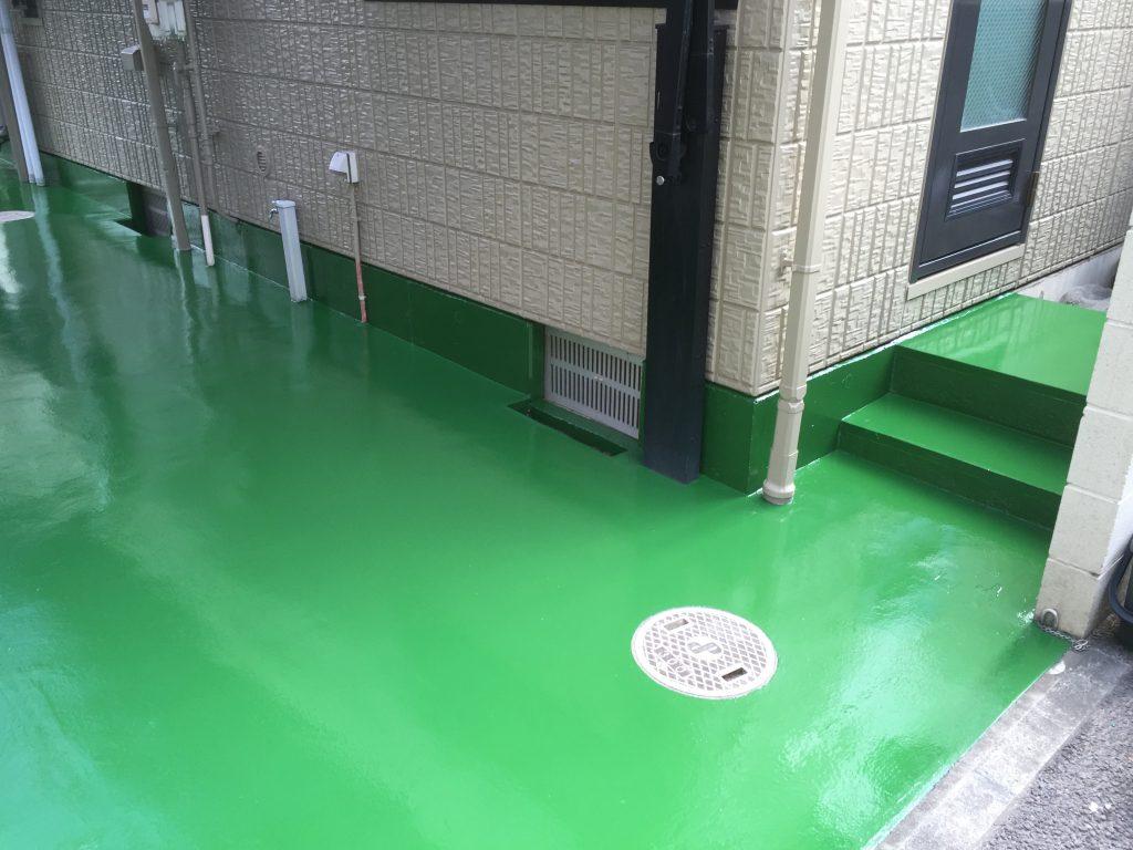 東京都練馬区のお宅外部ガレージ(駐車場)床塗装(塗り床)の変色不具合発生