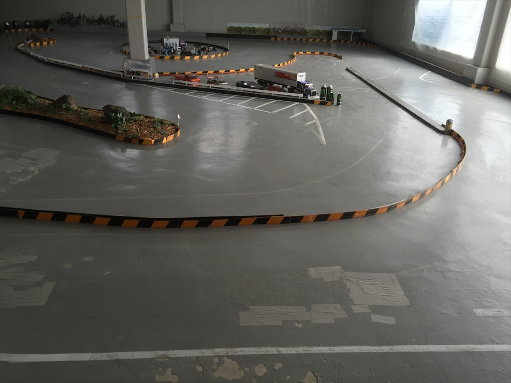 ラジコンドリフトコース床塗装