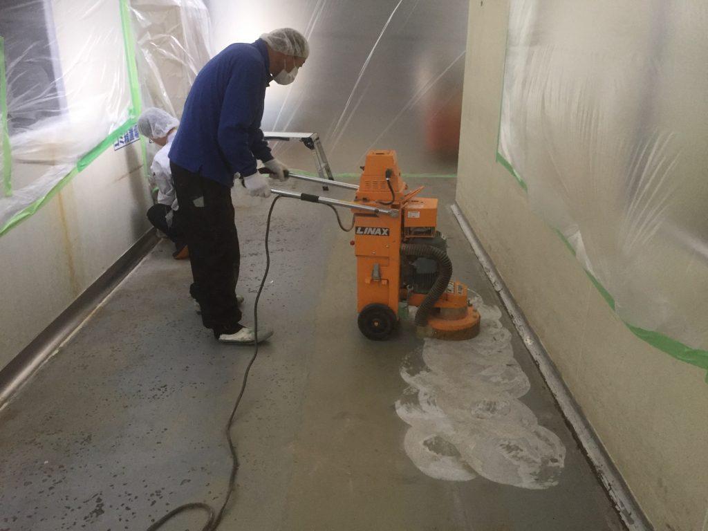 千葉県内の食品工場通路|床塗装工事:MMA塗床(低臭タイプ)施工
