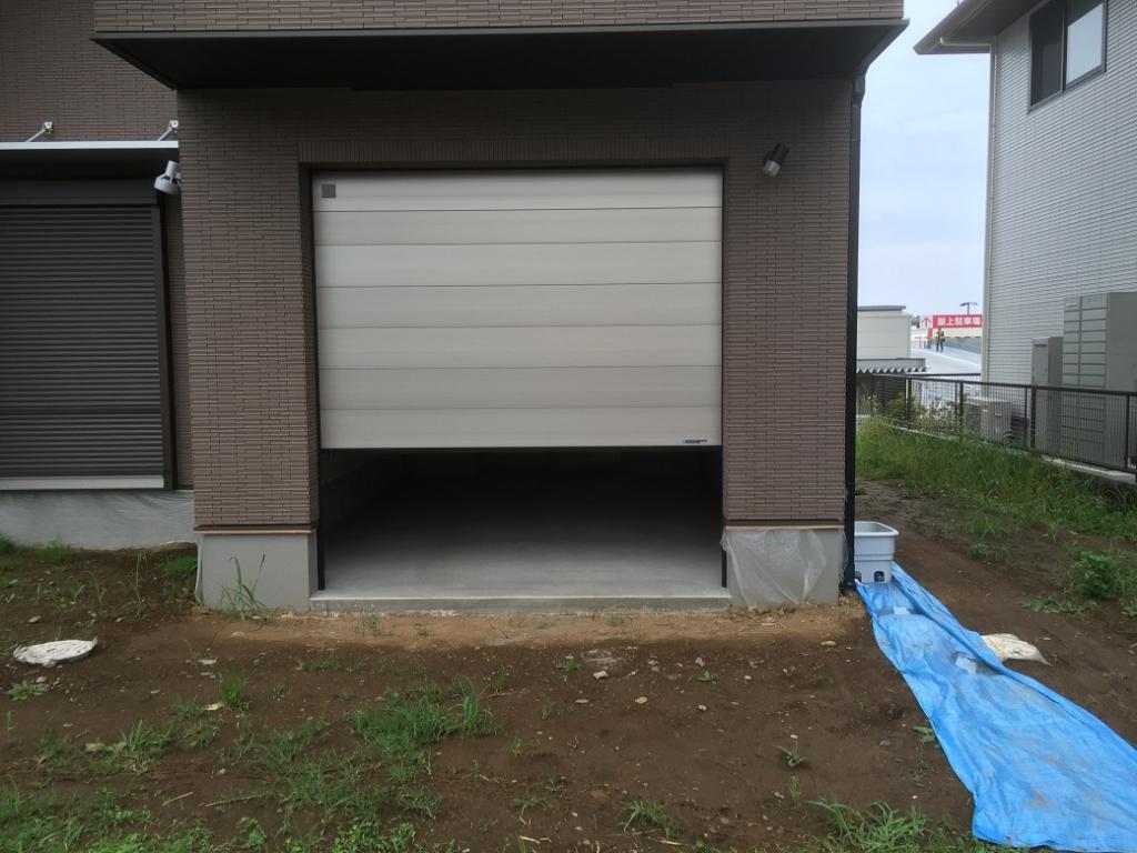 平塚個人邸、ガレージ、床塗装