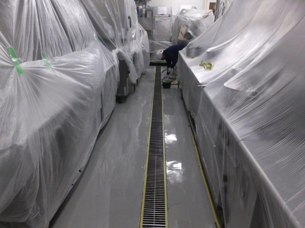 東京都内のビジネスホテル 厨房床塗装(塗床)改修工事:ケミクリートクイックE