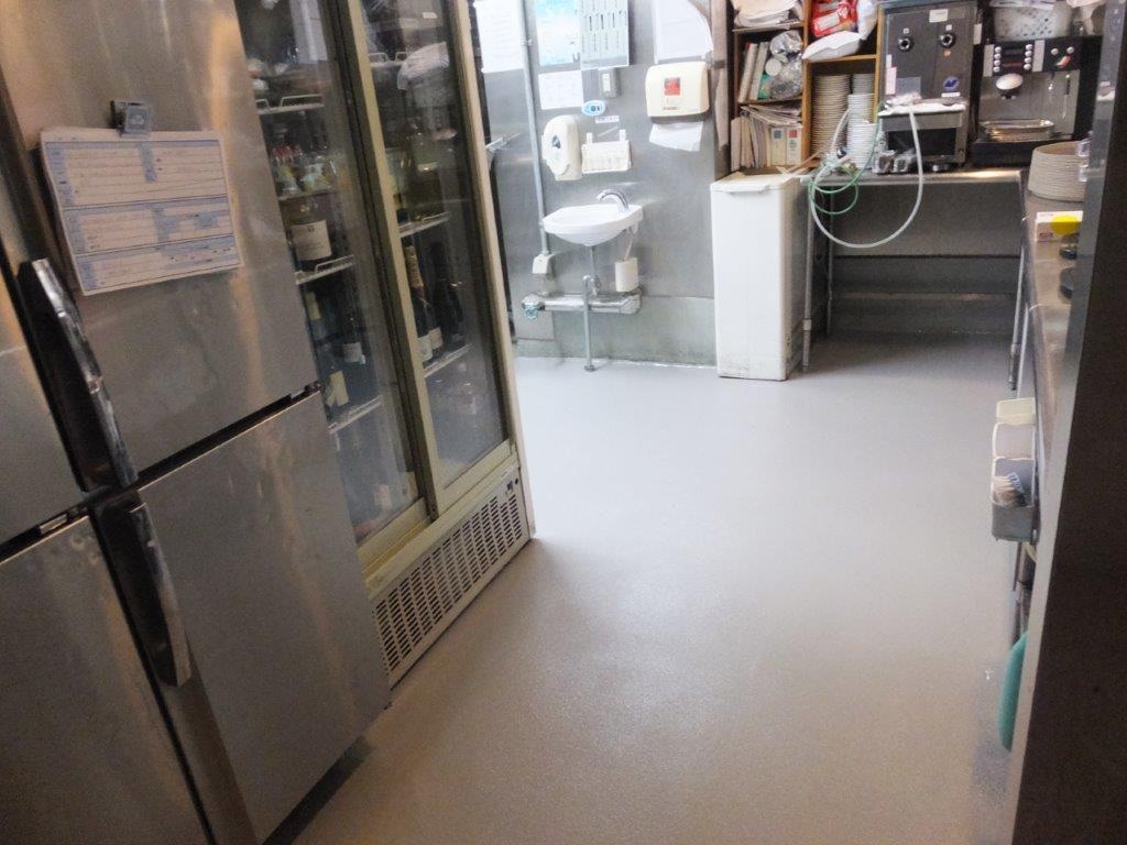 東京都内のビジネスホテル|厨房床塗装(塗床)改修工事:ケミクリートクイックE