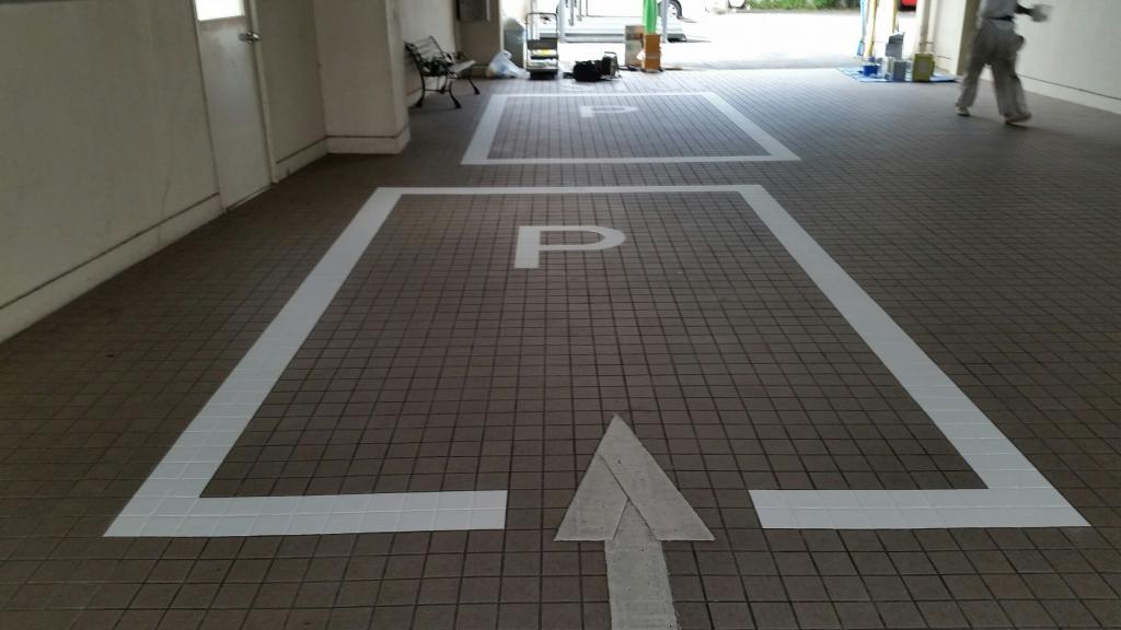 東京都西東京市の自動車ディーラー 床塗装(ライン引き)
