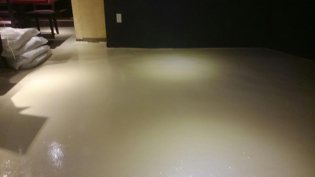 東京都江戸川区の居酒屋|ホール床塗装工事:ケミクリートEPカラー