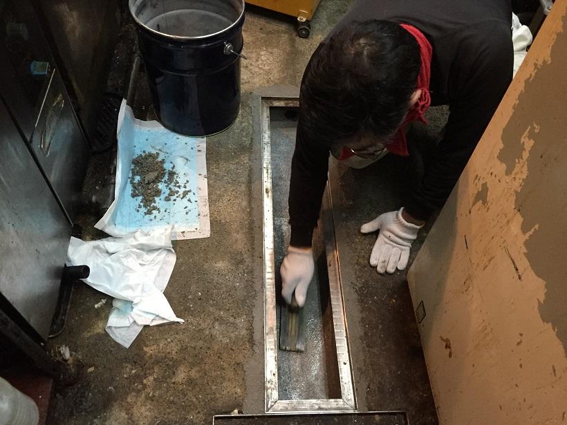 グレーチング枠の脱落を補強|水性硬質ウレタン:タフクリートMW工法