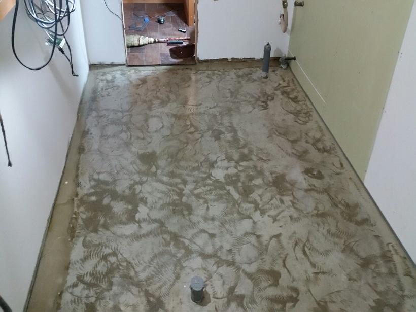 千葉県松戸市のラーメン店|厨房防滑塗床(床塗装)工事:ケミクリートEペースト防滑工法