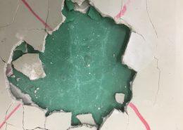 カラクリートに施工したエポキシ塗床剥離例