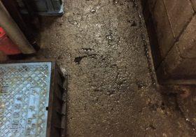東京都港区新橋のビルのゴミ置き場床塗装(塗床)見積もり調査