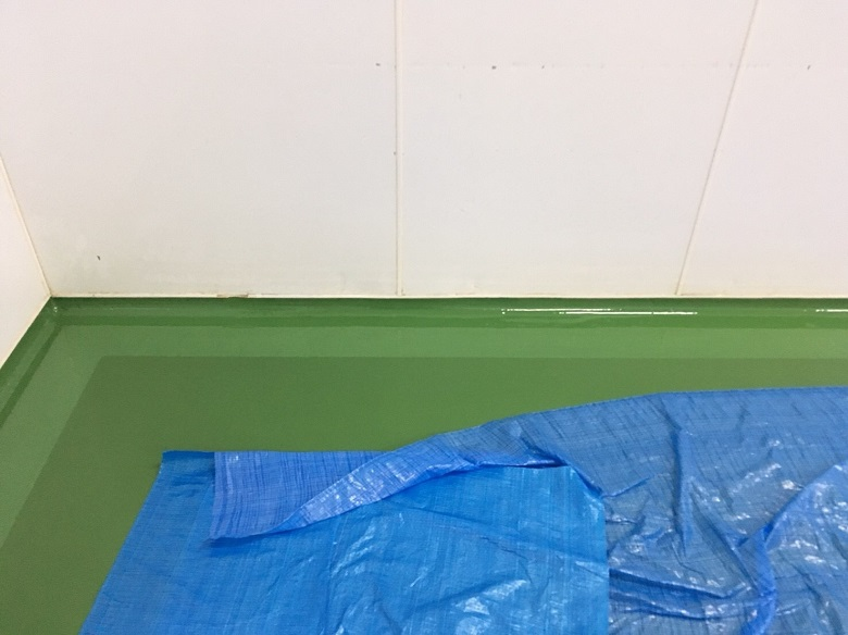 埼玉県さいたま市の食品工場 コンクリート床塗装工事(改修):タフクリートFL:フィット巾木