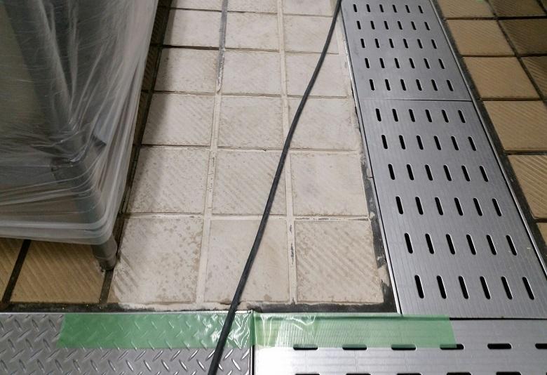 厨房床タイル滑り止め工事
