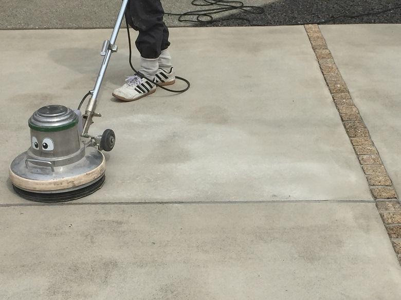栃木県那須塩原市の個人邸駐車場にて塗床工事|カラートップAU水性カラー
