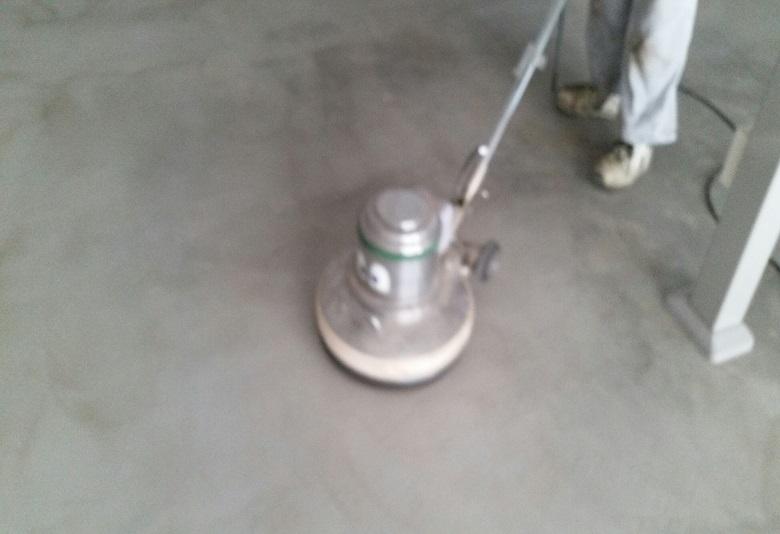 埼玉県所沢市の自動車整備工場|コンクリートに塗床工事(ケミクリートEPカラー)