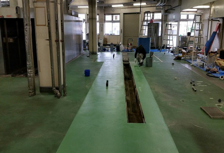 埼玉県さいたま市の給食センター|塗床補修工事:ケミクリートEペースト防滑工法