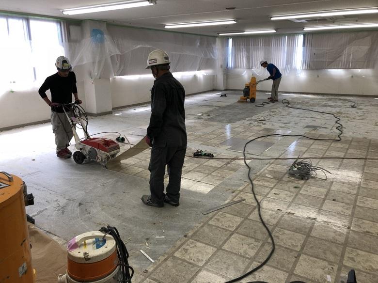 八王子市の工場長尺塩ビシート剥がし(塗床下地処理)