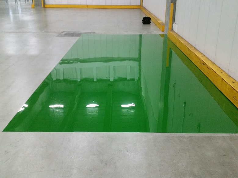 千葉県市川市の配送センター倉庫フォークリフト充電エリアの塗床