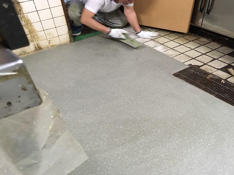 埼玉県狭山市のそば店厨房タイル塗床工事