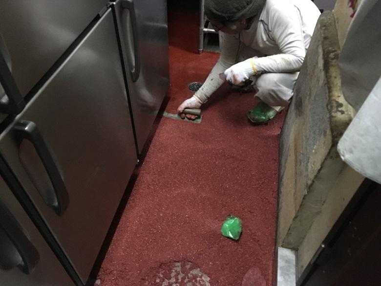 バーグ横浜弥生町店厨房コンクリート床に塗床工事