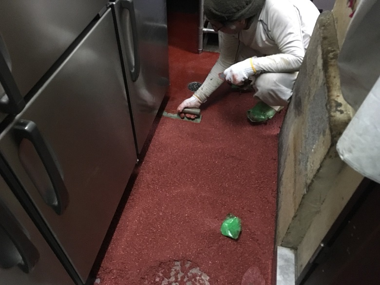 神奈川県横浜市中区弥生町のスタミナカレーバーグ様(飲食店)|厨房コンクリート床に塗床工事:耐熱ピュール