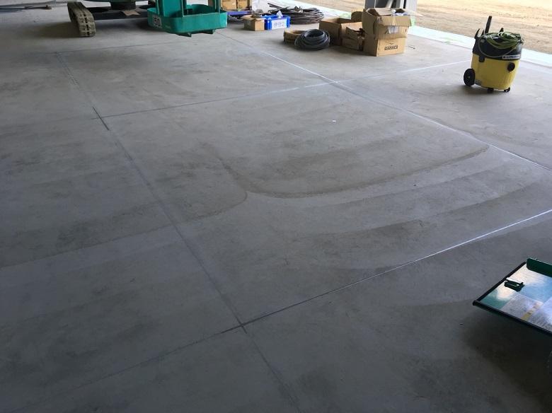 群馬県高崎市の倉庫(配送センター) コンクリート床にABCカッター目地シールを施工