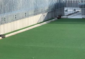 東京都世田谷区のビル|屋上床ゴムチップ舗装(塗床):パークコートゴムチップカラー