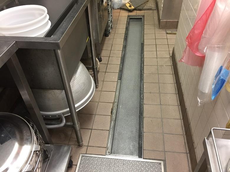 東京都羽村市の牛丼店厨房側溝床塗装補修工事