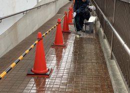 雨の日タイルが滑る