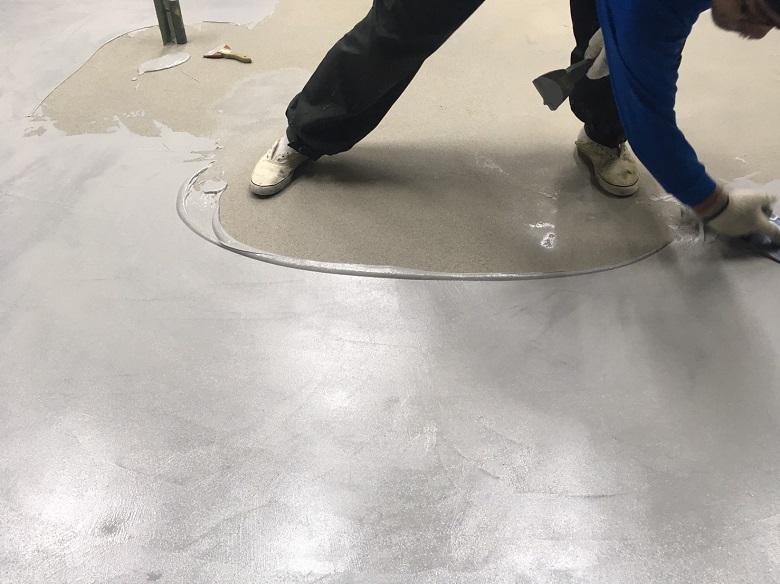 埼玉県戸田市の柴崎塗装工業様|工場床コンクリート凸凹解消の塗装:ケミクリートE
