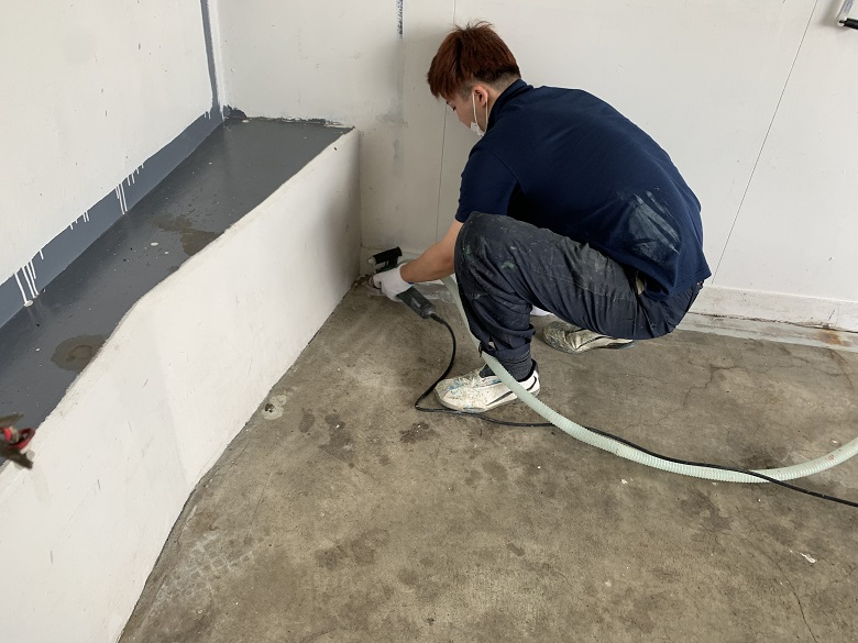 山梨県北杜市のガソリンスタンド整備工場 床塗装(塗床):ケミクリートE