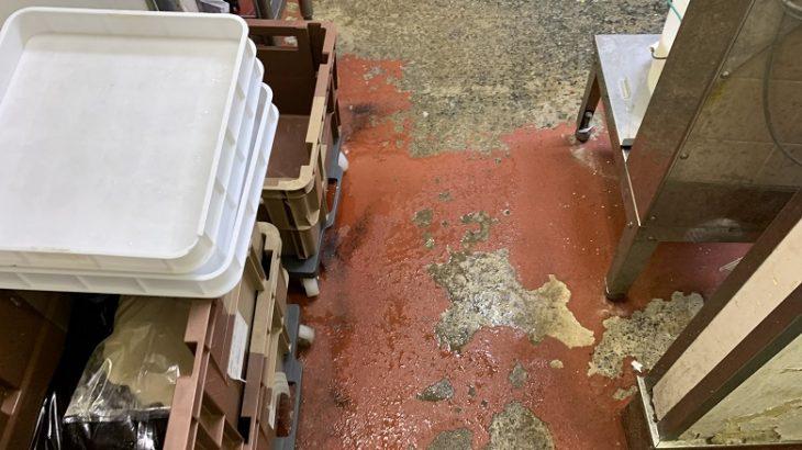 飲食店(牛丼屋さん)の厨房|塗床(床塗装)の剥がれの典型例