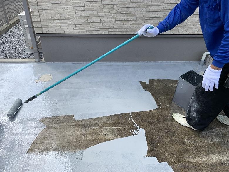 クレーム解決事例、駐車場|黒く汚れたコンクリートの悩み・不安を床塗装で解消。