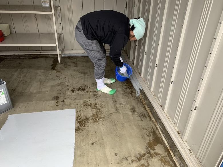 千葉県大網白里市|バイク用ガレージのコンクリートの湿気を遮断する目的で床塗装(塗床)工事