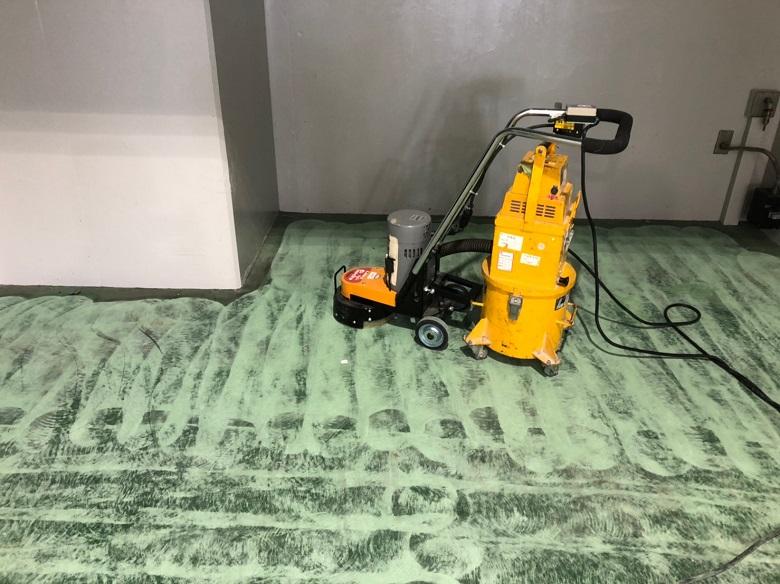 東京都目黒区のガソリンスタンドの整備工場|オイル染み防止目的塗床工事:ケミクリートE