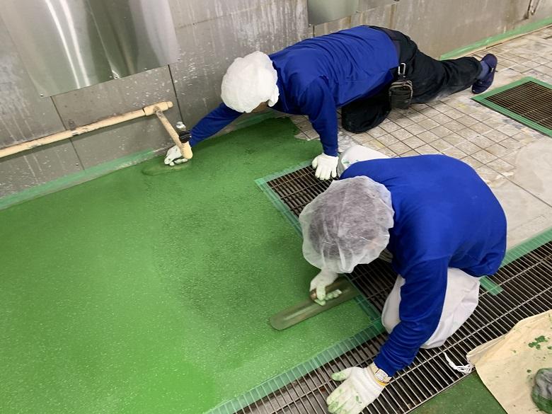 所沢市の病院厨房タイルに塗床施工