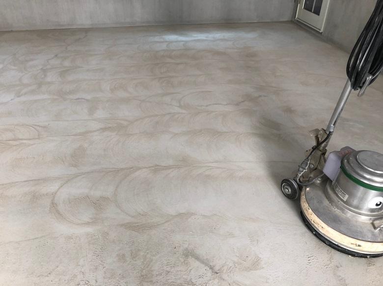 ハウスメーカー向けクレーム解決事例。東京都世田谷区の個人邸|ガレージ床ひび割れ補修:床塗装:ケミクリートEPカラー