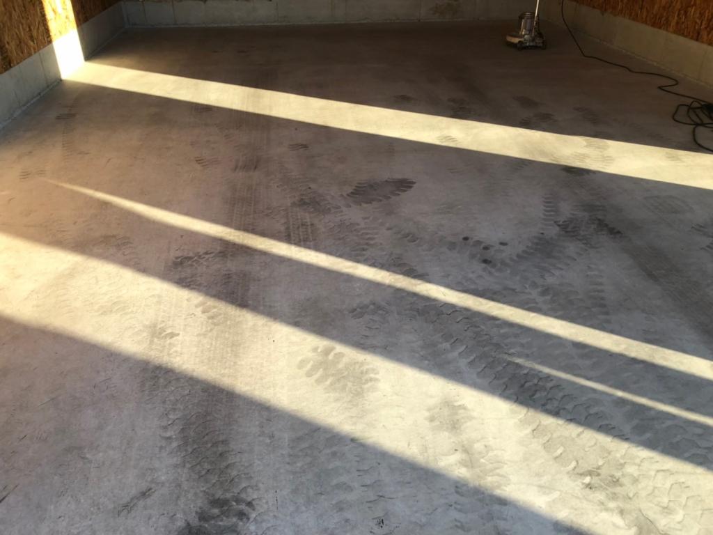 春日部市、倉庫、ガレージの床塗装