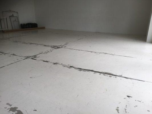 ガレージ、DIYでコンクリート床塗装がみんな失敗する訳