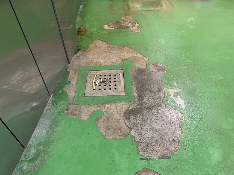厨房洗浄室のエポキシ樹脂塗床剥がれの画像です