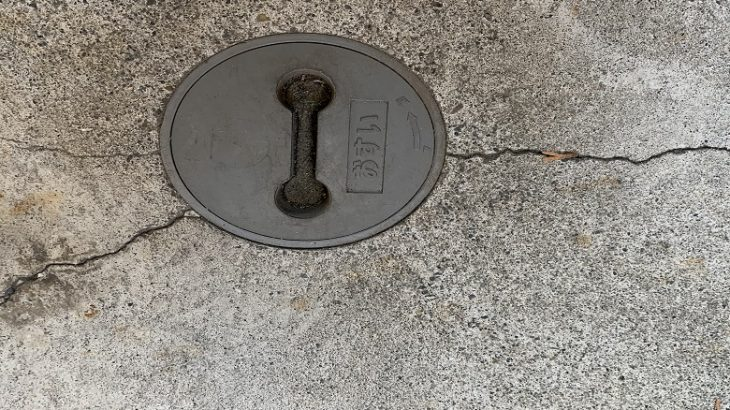 工場のコンクリートのクラックにUカット+シールはダメ!