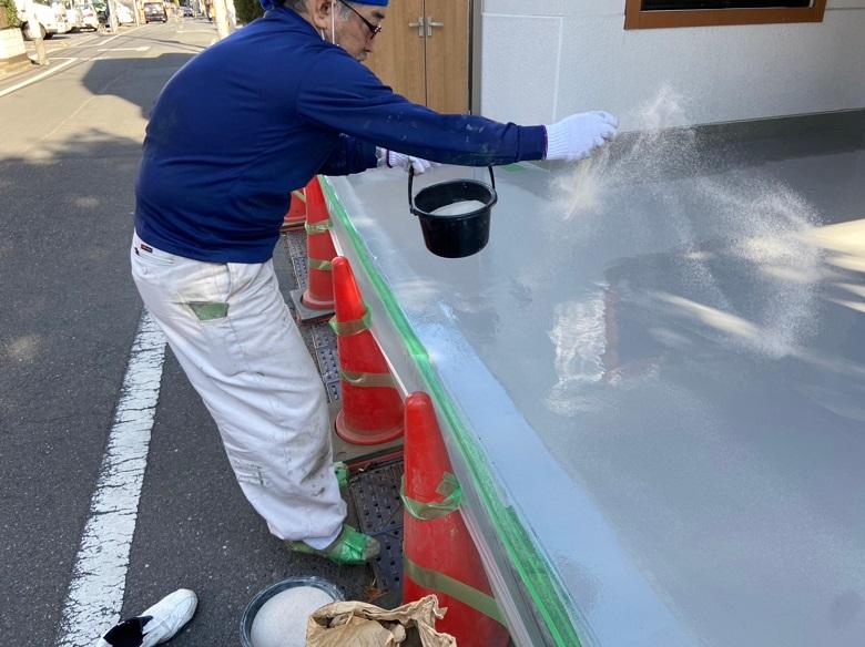 東京都北区の倉庫入り口|コンクリートひび割れ補修と床塗装|ジョリエースE